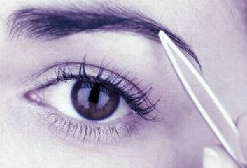 做切眉手术 让无关显得更精致
