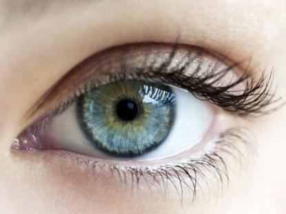 内开眼角的效果 增大你的双眼