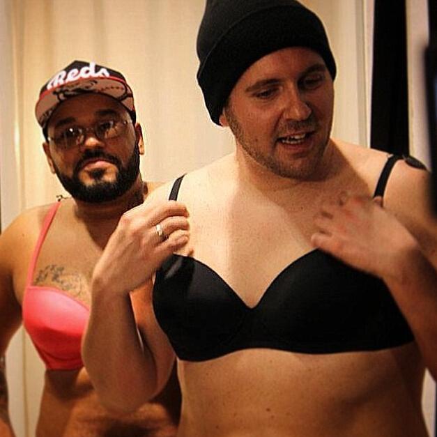 北京海医悦美整形医院德国电台DJ做隆胸手术 体验女性生活