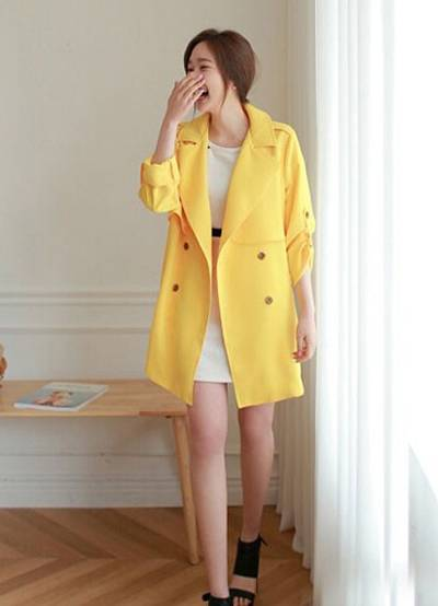 风衣是潮流服饰中的一种 如何穿出女人味