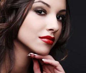 玻尿酸丰面颊后能涂保养品和化妆品吗