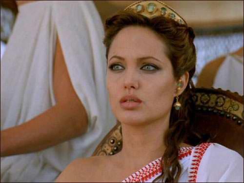 土耳其女孩整容50次 迷恋安吉丽娜朱莉的模样