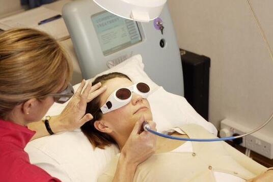 面部皮肤容易干燥松弛 及时做好防护措施