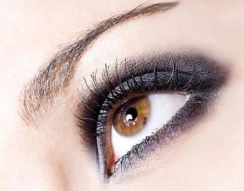 女人哺乳期可以做纹眉吗