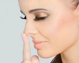隆鼻术后多久可以烫染发