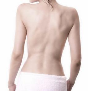 背部做吸脂减肥手术的过程
