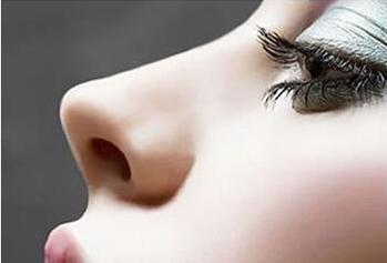 假体隆鼻后多久可以洗脸 多久可以化妆