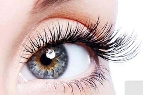 哺乳期的女性能割双眼皮吗