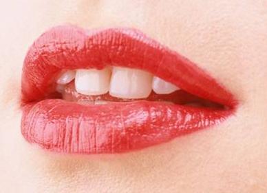 重唇整形手术会不会很疼 价格是多少
