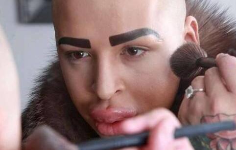 """美国的男子Jordan整容 网友:嘴唇是""""香肠嘴"""""""