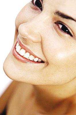 美容冠和烤瓷牙的区别 牙齿不好 笑一下全暴露了