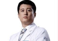 北京侯医生整形侯涛