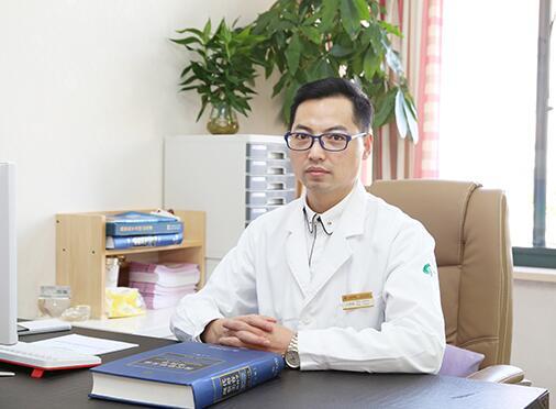 王荣锡自体脂肪隆胸特价36000元 华美与你同行