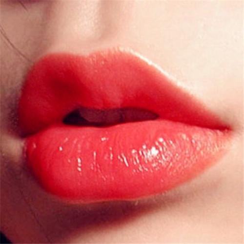 痴迷性感红唇 来安庆亚星医疗美容做自体脂肪丰唇