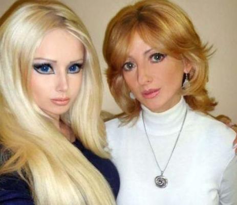 Valeria Lukyanova整容成芭比娃娃 整过容的祖父母合影