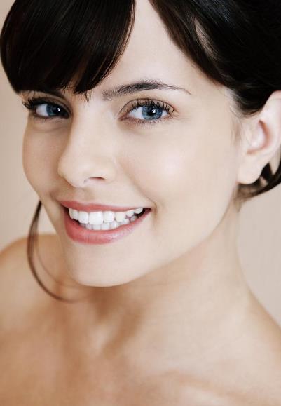 美容冠矫正地包天的优势 矫正价格很贵吗