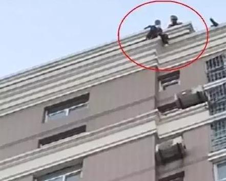 惨剧!23岁女主播整容失败,上午轻生被救回晚上再跳楼身亡!