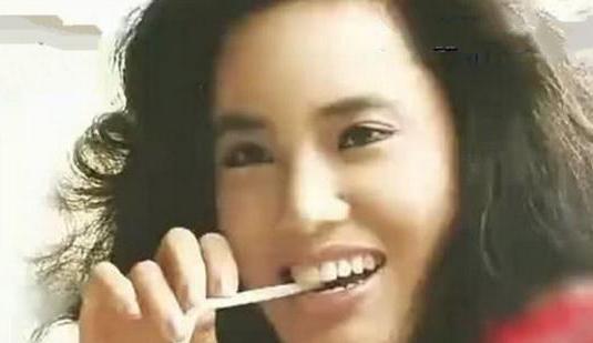 韩国那个女明星过度整容去世
