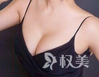 荆州中心医院整形美容外科整容隆胸多少钱 玻尿酸隆胸优势