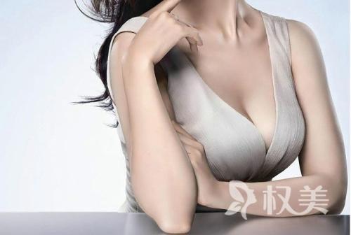 假体隆胸有副作用吗 荆州中心医院整形美容外科术前要注意什么呢