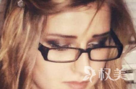 """英国模特宝琳娜·坎迪梦想做芭比娃娃 男友出资整容圆""""女友梦"""""""