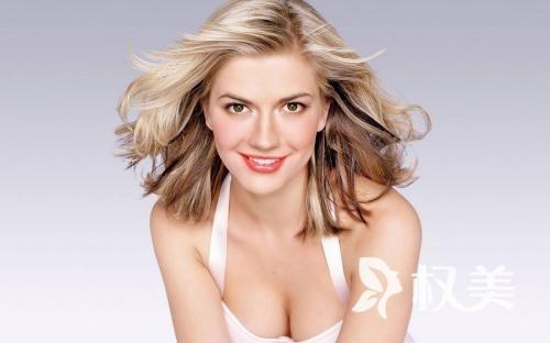 性感胸部你也可以拥有 假体隆胸经过多年实践创造女性美