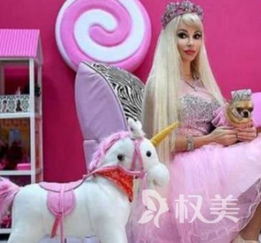 俄罗斯的32岁塔蒂亚娜整容成芭比 疯狂收集了1520个芭比娃娃