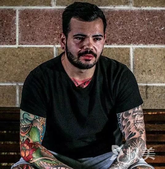 澳洲23岁小伙纹身成瘾 花28万全身纹满图案