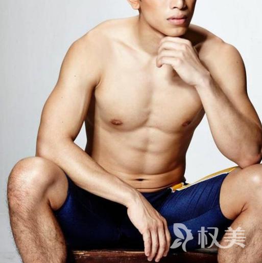 泰国的男模通过整容打造出8块腹肌 身材曼妙惹人羡慕