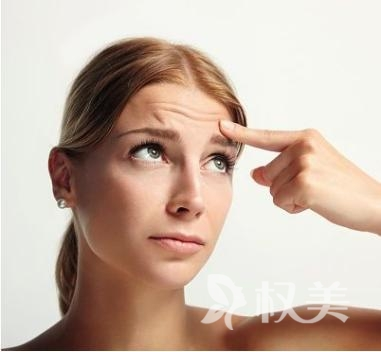 怎么消除抬头纹 乐山达芬奇美容医院激光祛除保魅力